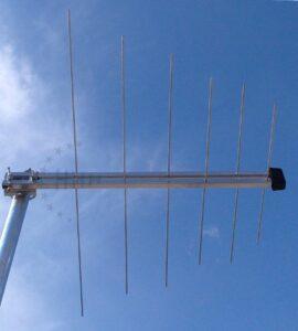Logarithmische 12 Elemente DAB+ Außenantenne (VHF Band III) 3H-VHF-12-LOG 8 dB(i), passiv, F-Anschluss,